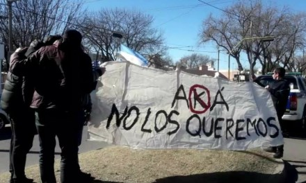 «AKA NO LOS QUEREMOS» manifestación en la inauguración de la nueva sede de Policía Federal de Deheza