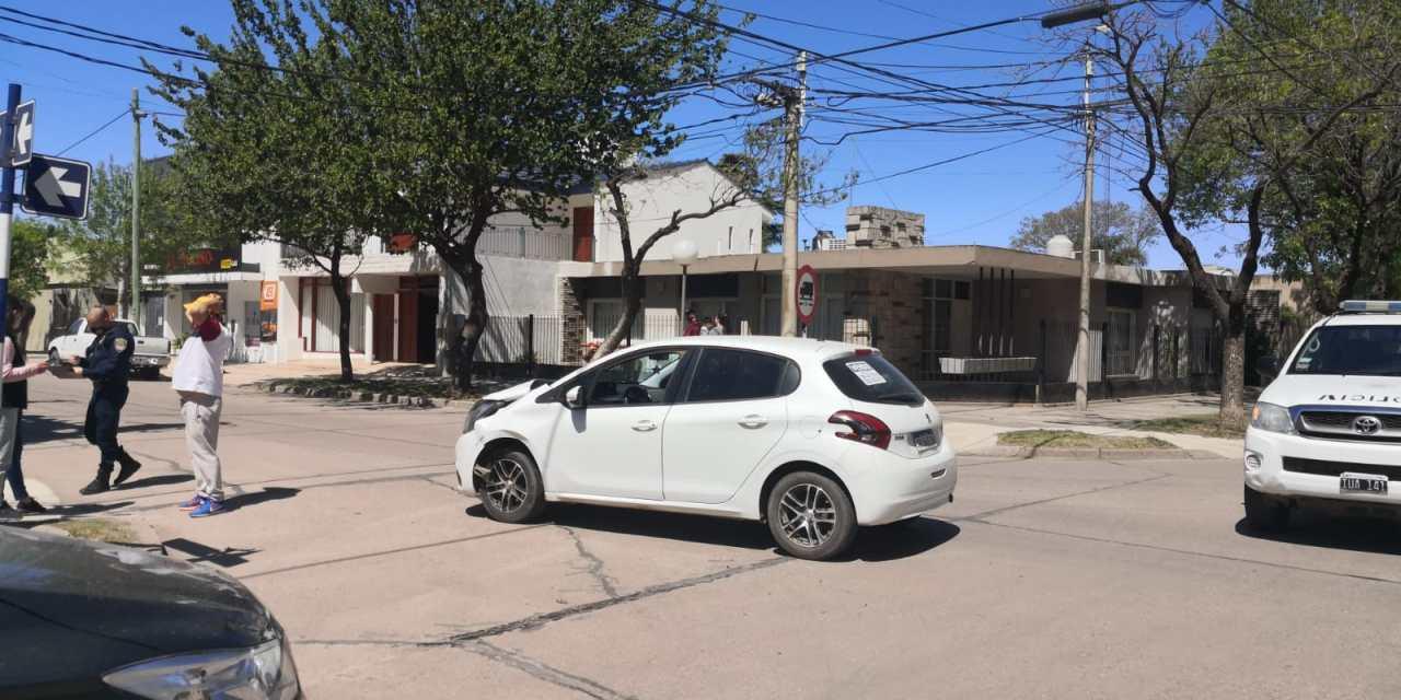 Deheza: Colisionaron 2 vehículos