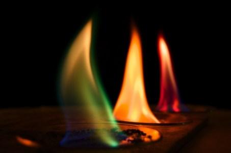 ألوان النار
