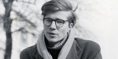 كولن ويلسون الكاتب العالمي وبدايتة عامل بمقهى ومتهم بالمثلية
