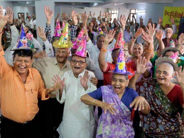 الرفق بكبار السن وكيفية مساعدتهم بطرق علمية