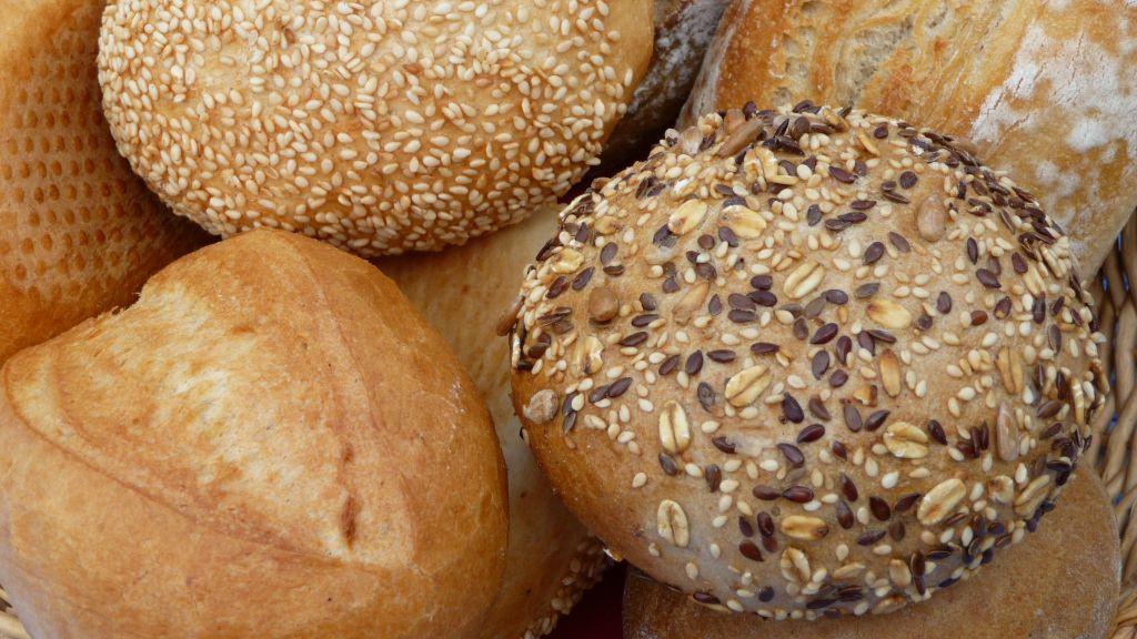 شراء الخبز في المنام للعزباء والمتزوجة والحامل
