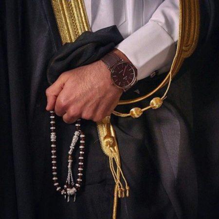 رؤيا لبس البشت في المنام لابن سيرين وتفسير المشلح بالمنام