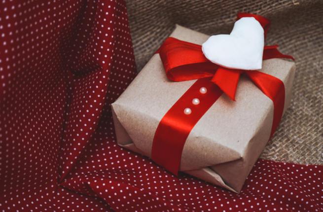 عبارات عن الهدايا المفاجئة واجمل كلام عن هديه وكلمات عن الهدايا