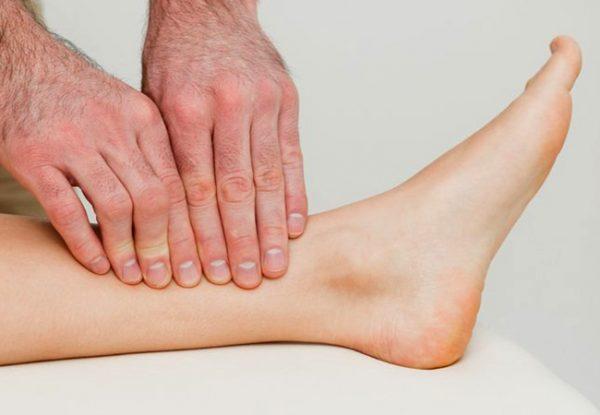 هل جلطة الساق خطيرة وما اسبابها وكيف يكون علاجها