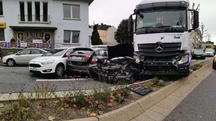 """""""Suposto"""" ataque terrorista, com roubo de caminhão, causa batida na Alemanha deixando 16 feridos 16"""