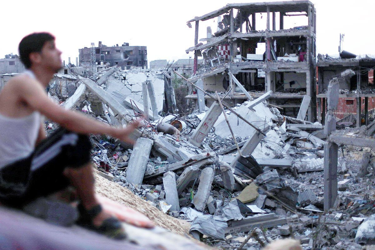 Man-overlooks-destruction-and-rubble-of-buildings-and-homes-in-gaza01