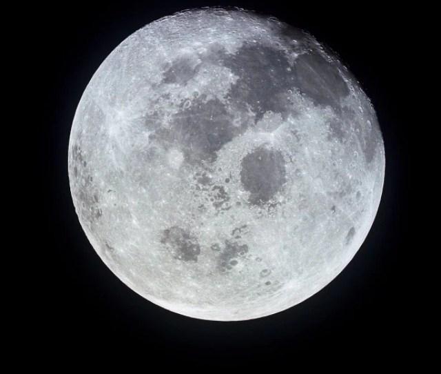Per Gli Astronomi La Luna E Un Corpo Celeste Grigio Con Diametro Di   Km Il  Della Terra Che Orbita A Una Distanza Compresa Tra   Km Al