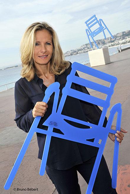 SABINE GERAUDIE L'artiste qui a créée la Chaise bleue de SAB à Nice