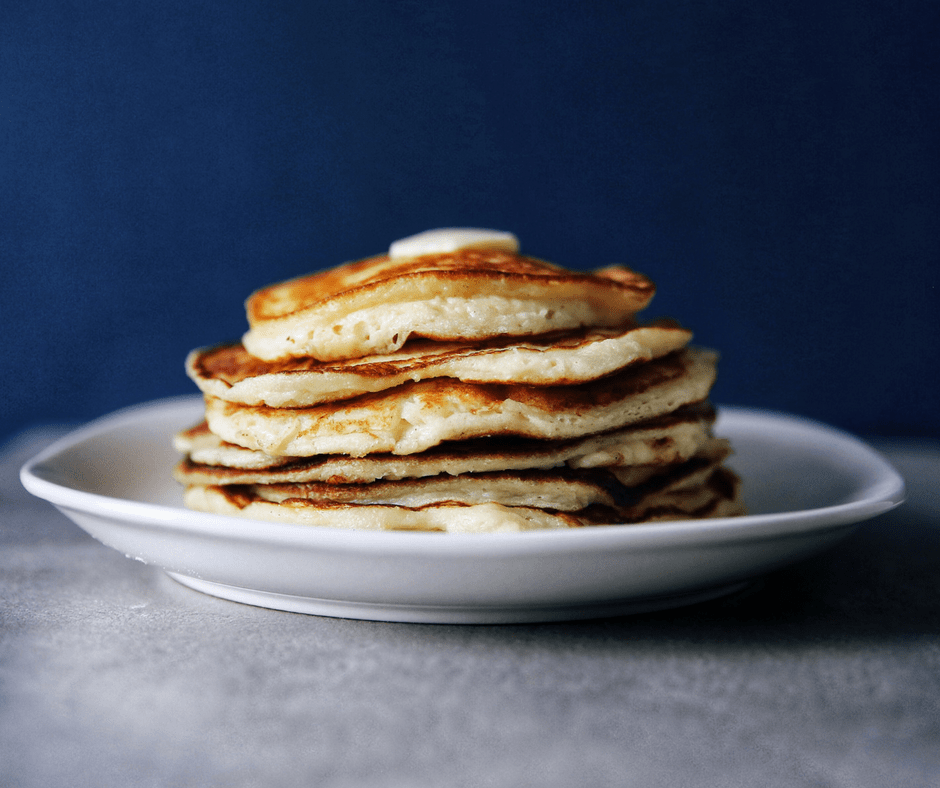 Looking for an easy breakfast idea? Try these low FODMAP pancakes! Their light butter flavour and fluffy texture make for a delicious classic breakfast or brunch. #breakfast #brunch #pancakes #gluten-free #lactose-free #fodmap #lowfodmap #griddlecakes