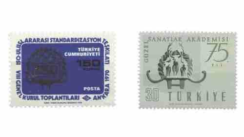 Hitit Güneşi'ni tasvir eden Türkiye Cumhuriyeti posta pulları