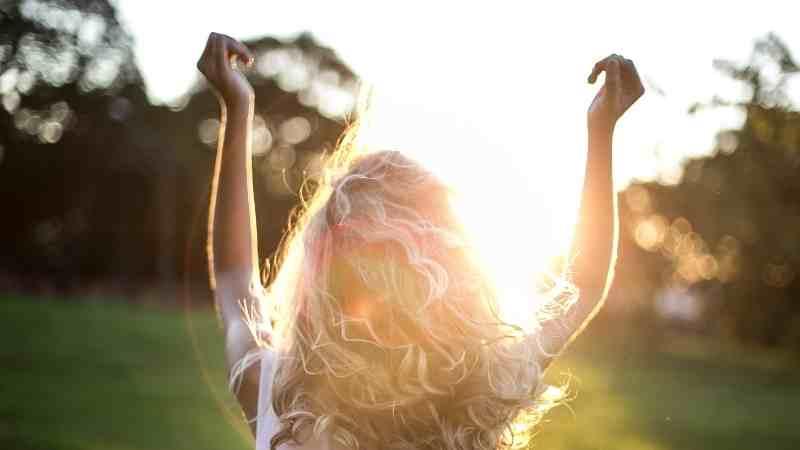 güneş ışınları neden saç rengini açar