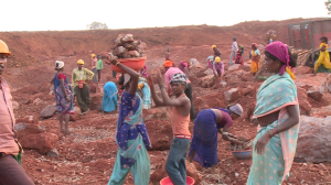 Manual workers at Bodai Daldali mines
