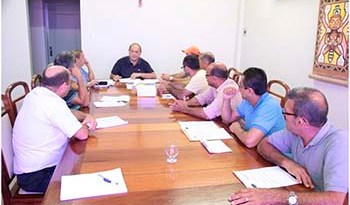 Membros-do-Sindicato-dos-Taxistas-com-Prefeito
