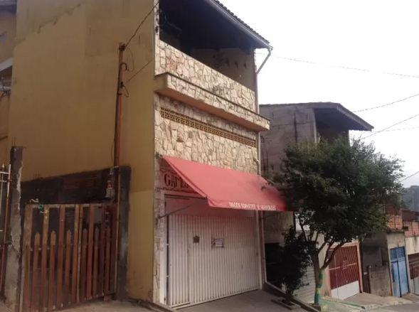 Casal mantinha venda na garagem de casa, na Zona Leste; vizinha estranhou loja não abrir e chamou PM