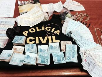 Suspeito de agiotagem é preso com arma e mais de R$ 800 mil em MT