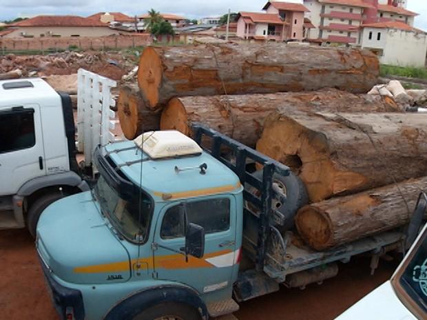 Operação foi realizada no sábado (18) na Av. Curuá-Una. Veículos foram levados para o pátio da Seminfra (Foto: Reprodução/TV Tapajós)