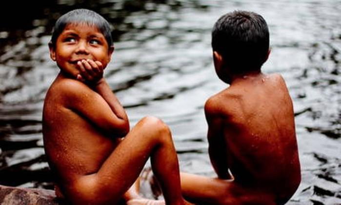 Crianças indígenas têm probabilidade duas vezes maior de não completarem o primeiro ano de vida - Pedro Kirilos / Agência O Globo