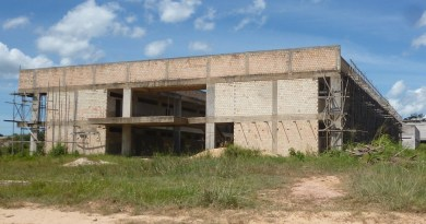 Obra da Escola Técnica Estadual de Educação Profissional e Tecnológica que seria inaugurada em 2014 esta abandonada ate hoje!