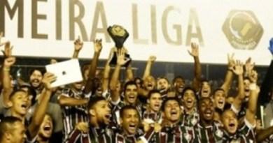 fluminense-comemora-o-titulo-da-primeira-liga-apos-vencer-o-atletico-pr-1461215982596_300x300