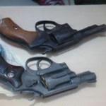 Armas apreendidas com os assaltantes.