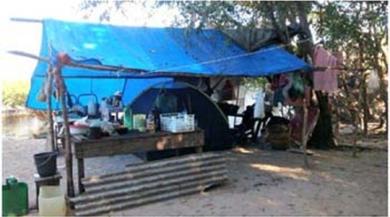 barraca-de-lona-construida-pelos-ribeirinhos
