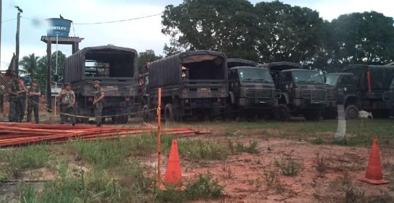 Homens do Exercito Brasileiro acampado no Distrito de Caracol (Trairão)