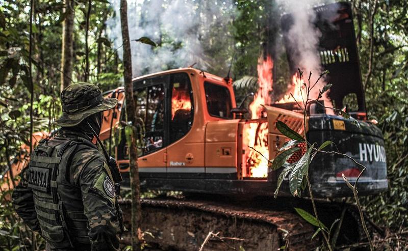 Destruição de equipamentos em garimpos ilegais / Polícia Federal - Divulgação