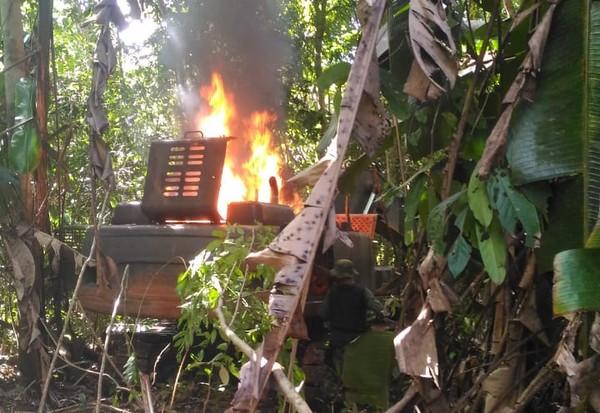 Maquinário destruído pelo fogo (Foto: DPF/Divulgação)