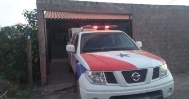 IML fez a remoção do corpo do taxista Erinaldo Sousa no final da tarde de segunga-feira (15) — Foto: Geovane Brito/G1