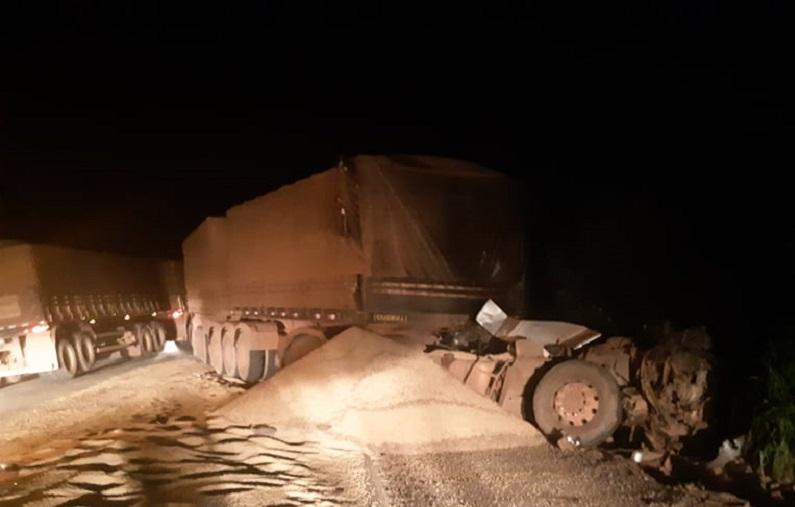 Motorista morre após colisão de três carretas na BR-163 em Novo Progresso
