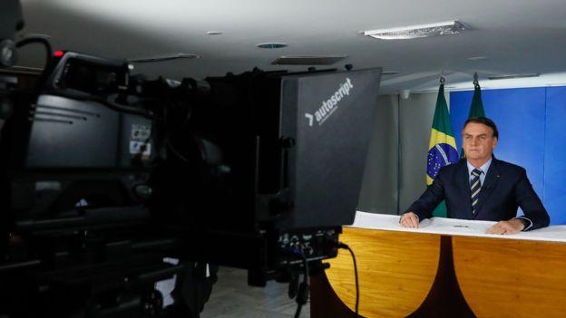 Jair Bolsonaro em pronunciamento em que criticou atos de alguns governadores (Direito de imagem Isac Nóbrega)