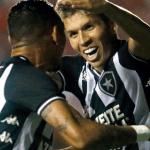 Botafogo vence o Vasco e abre vantagem na Copa do Brasil