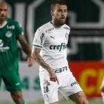 Desfalcado e com um a menos, Palmeiras sofre gol nos acréscimos e perde do lanterna Goiás