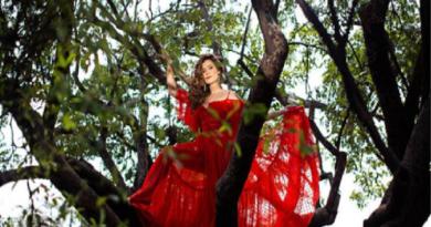 Lia Sophia encanta com sua música no videoclipe de 'Parece Feitiço', gravado em Alter do Chão