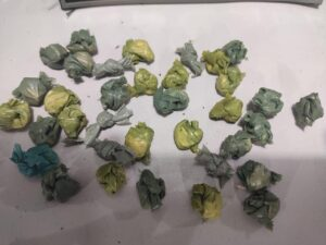 Papelotes com drogas apreendidos. Foto: reprodução/PM