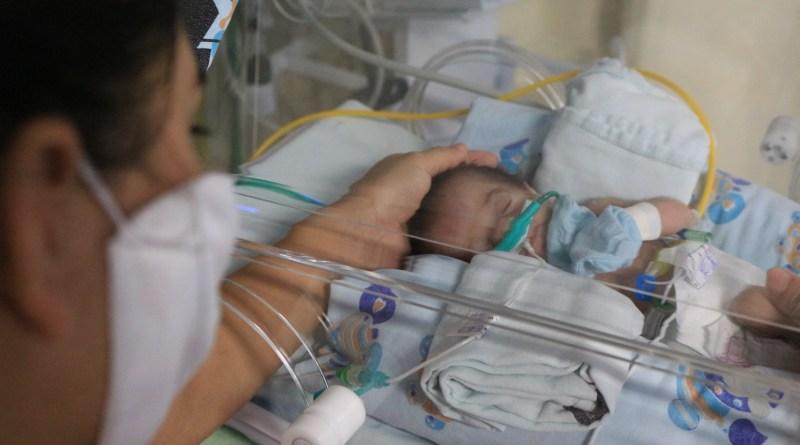 A presença da mãe é importante e essencial nos cuidados ao bebê prematuro- HMIB- Pró-Saude
