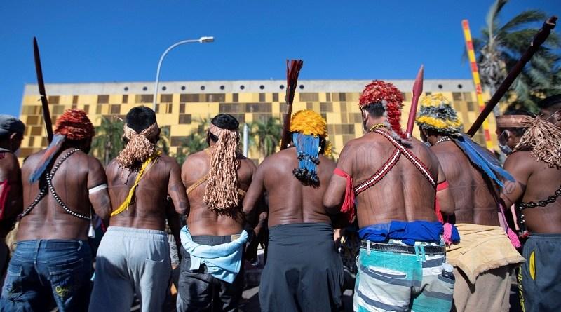 indigenas brasilia