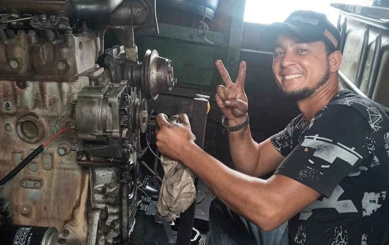 """Mecânico """"Maikon dos Santos Oliveira"""" de 28 anos foi vítima de uma tentativa de homicídio em sua residência no bairro Jardim América em Novo Progresso. (Foto:Facebook)"""
