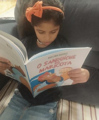 A pequena Isabella Barreto, 6, sempre gostou de ouvir as histórias e criar as suas próprias narrativas - Foto de divulgaçao - Acervo Pessoal