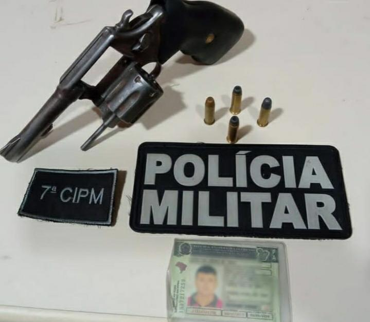 Arma e munição apreendida