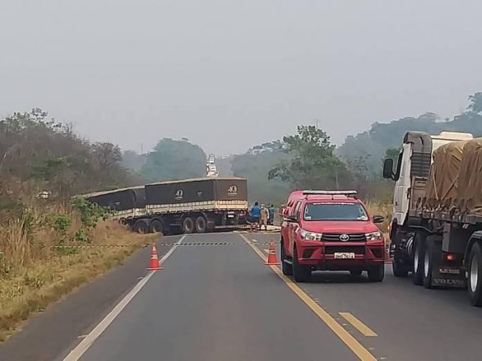 Colisão entre caminhão truck e carreta deixa motorista morto; acidente  aconteceu na BR 364, próximo a Vilhena - Folha do Sul Online