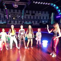 Tainá Grando, coreógrafa mais famosa do Funk, é escolhida por estrelas teen para novo clipe