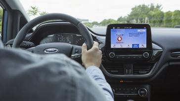 O Guia de Vagas de Estacionamento foi desenvolvido pela Ford em parceria com a Vodafone dentro do programa de testes KoMod na Europa. Foto: Divulgação