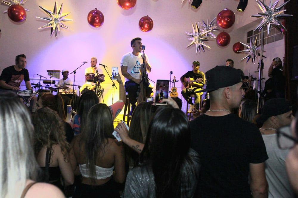 Grupo Jeito Moleque realiza show em Newark nos EUA lotado de Brasileiros