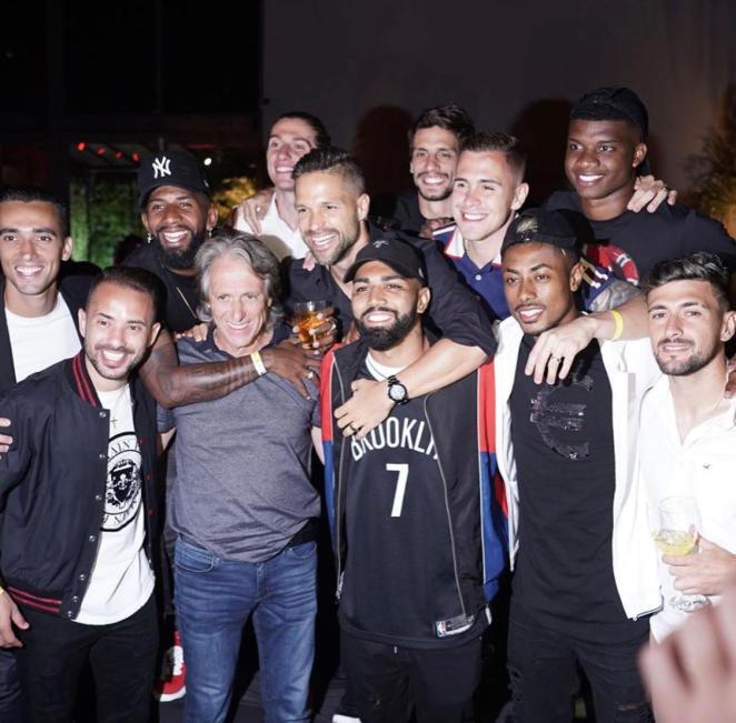 Jogadores rubro-negros comemoram Brasileiro e Libertadores com festa. Foto: Divulgação