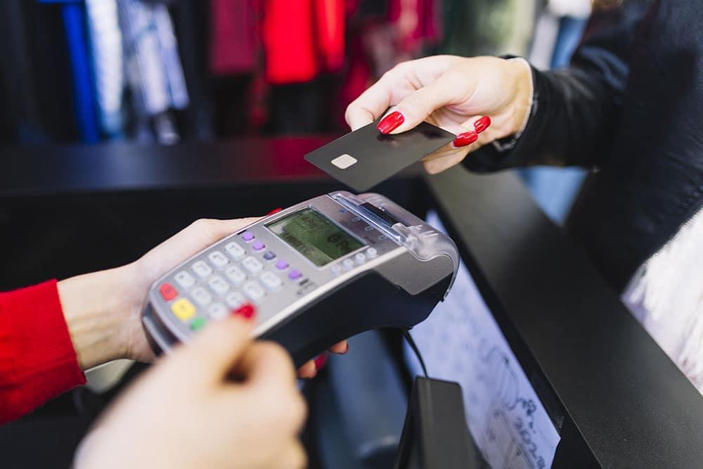 Como se proteger dos golpes com o cartão de crédito no carnaval?
