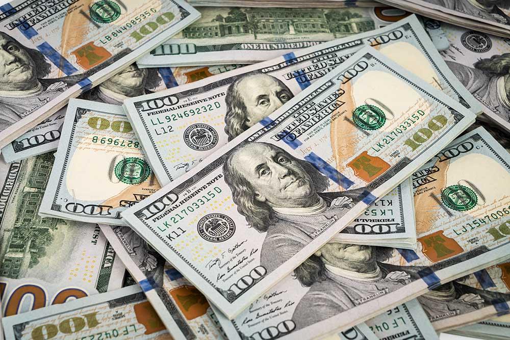 Provável aumento de casos de coronavírus no Brasil deve empurrar dólar para cima
