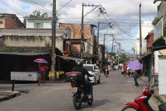 A circulação de pessoas no bairro de Guamá, em Belém, é intensa (Imagem: Kleyton Silva/Agência Pública)