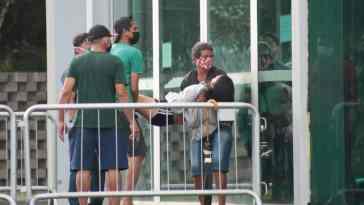 Jovem desmaiou em frente ao hospital Hospital de Campanha de Belém (Imagem: Kleyton Silva/Agência Pública)